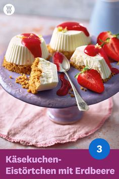 Cheesecake ice cream tart with Käsekuchen-Eistörtchen mit Erdbeeren The cheesecake ice cream tarts with strawberries servings, 3 SmartPoints p. WW Germany (formerly Weight Watchers) Quick Dessert Recipes, Desserts For A Crowd, Ww Recipes, Easy Desserts, Dessert Dips, Dessert Simple, Cheesecake Ice Cream, Cheesecake Recipes, Cream Cake
