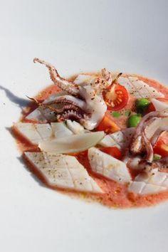 Gegrilde inktvis met coulis van tomaat (lulas grelhadas com coulis de tomate)