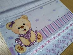Hand Embroidery Designs, Fabric Painting, Baby Quilts, Baby Items, Coloring Pages, Mickey Mouse, Applique, Teddy Bear, Kitty