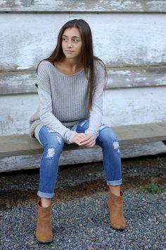 Løsthængende top. Kan bruges både som vest, over en sweater og som kortærmet sweater i sig selv. Den er hurtig at strikke på pind 5½.