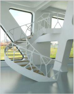 Geweldig traphek; lichtvoetig wit in staal!