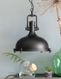 Industriele hanglamp Bronq Alta zwart https://www.directlampen.nl/stoere-hanglamp-bronq-alta-zwart