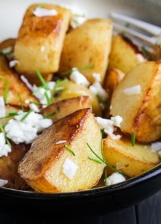 I gave this a goat cheese was overpowering as was the vinegar.Crispy Sea Salt and Vinegar Potatoes with Goat Cheese and Chives {Katie at the Kitchen Door} Potato Dishes, Potato Recipes, Veggie Recipes, Food Dishes, Side Dishes, Vegetarian Recipes, Cooking Recipes, Healthy Recipes, Salad Recipes
