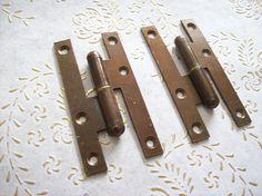 Cerniere dell'annata di Italia in ferro bronzo. per porte Antique Hinges, Antique Iron, Cast Steel, Italy Art, External Doors, Flat Head, 1950s Art, It Cast, Rustic