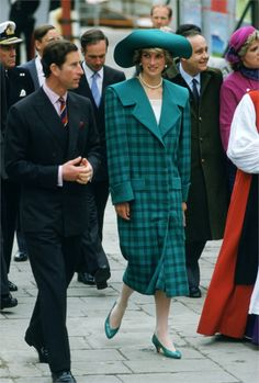 Italy 1985 - VanityFair.it. How could this ever had been fashionable?