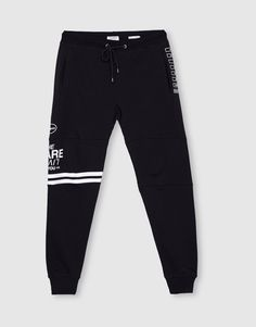 At PULL&BEAR we have trousers for AW 2017 that will bring out your modern side. Try our white, khaki or black cargo, chino and skinny trousers for men. Boys Joggers, Black Joggers, Jogger Pants, Sweatpants, Men Trousers, Sports Trousers, Sport Pants, Boys Pajamas, Pyjamas