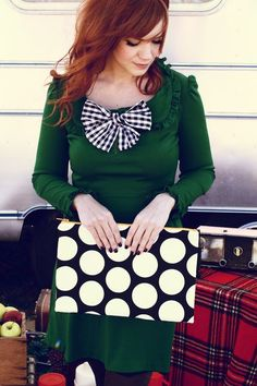 this look works so well with that red head. plus the bag is kickin.