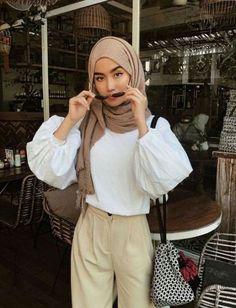 Dress Casual Hijab Modest Fashion Ideas - Dress Casual Hijab Modest Fashion 18 Ideas Source by - Modern Hijab Fashion, Street Hijab Fashion, Hijab Fashion Inspiration, Muslim Fashion, Modest Fashion, Fashion Outfits, Dress Fashion, Fashion Ideas, Hijab Style
