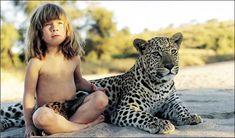 Tippie, la fillette de 6 ans qui joue avec les léopards    Bienvenue dans le monde féerique de Tippie. Une petite fille de 6 ans vit en Namibie avec ses parents chasseurs d'images. Les animaux sauvages sont devenus ses plus fidèles compagnons, sans oublier les Bushmen, une tribu dont l'histoire semble remonter aux origines de l'homme