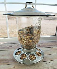 This Unique Mason Jar Bird Feeder utilizes repurposed items to make a hanging bird feeder to delight your fine feathered friends. The post This Unique Mason Jar Bird Feeder utilizes repurposed items to make a hanging bi appeared first on Easy Crafts. Wine Bottle Crafts, Mason Jar Crafts, Mason Jar Diy, Chalk Paint Mason Jars, Painted Mason Jars, Diy Hanging Shelves, Floating Shelves Diy, Diy Home Decor Projects, Diy Projects To Try