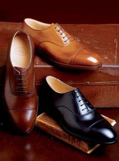 A gentleman  classic cap toe shoes