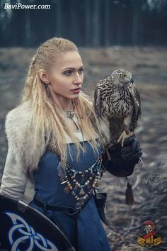 #viking #shieldmaiden #warrior #vikinggirl #norse #celtic #bavipower Viking Clothing, Renaissance Clothing, Medieval Fashion, Viking Warrior Woman, Historical Costume, Historical Photos, Celtic Warriors, Viking Culture, Viking Dress