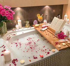30 Quick and Easy Bathroom Decorating Ideas Entspannendes Bad, Deco Jungle, Spiritual Bath, Bathtub Decor, Spa Night, Dream Bath, Bathroom Goals, Relaxing Bath, Dream Rooms