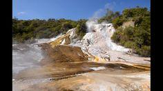 """Se encuentra en el centro de la Isla Norte de Nueva Zelanda y forma parte de la """"Zona Volcánica de Taupo"""""""