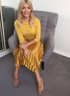Willoughby's diet revealed - this is what she eats to lose weight Holly-Willoughby-Whistles Yellow Pleated Skirt, Satin Pleated Skirt, Pleated Skirt Outfit, Skirt Outfits, Midi Skirts, Long Pleated Skirts, Gold Skirt Outfit, Denim Skirt, Holly Willoughby Outfits