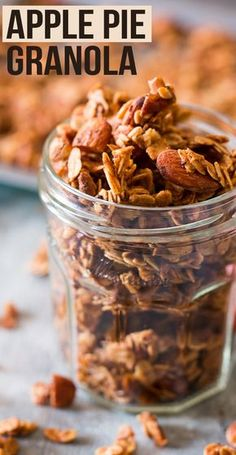 Apple Pie Granola (Vegan and Gluten Free) Easy apple pie granola made with fresh apples, and perfect for fall and winter. Breakfast or healthy snack, you pick! Vegan and Gluten Free. Granola Muesli, Granola Cereal, Pumpkin Granola, Vegan Granola, Gluten Free Granola, Granola Bars, Weight Watcher Desserts, Vegan Snacks, Healthy Snacks