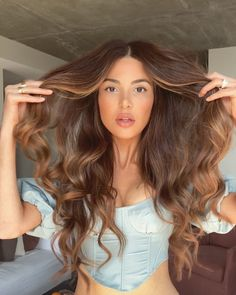 Long Wavy Ash-Brown Balayage - 20 Light Brown Hair Color Ideas for Your New Look - The Trending Hairstyle Brown Hair Balayage, Brown Blonde Hair, Brunette Hair, Ombre Hair, Chestnut Brown Hair, Honey Brown Hair, Bayalage, Long Dark Hair, Light Brown Hair