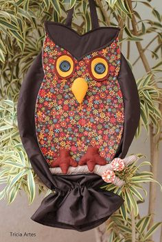 PUXA SACO Owl Crafts, Diy And Crafts, Plastic Bag Holders, Soft Sculpture, Quilt Top, Projects To Try, Applique, Quilts, Couture