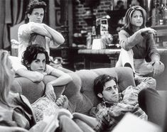 "history-inpictures: ""Matthew Perry, Jennifer Aniston, Courteney Cox and Matt LeBlanc on the set of 'Friends', 1994 "" Friends Tv Show, Tv: Friends, Serie Friends, Friends Cast, Friends Moments, Friends Forever, My Friend, Friend Memes, Chandler Bing"