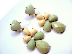 Lindissimo maxi-brinco dourado com chatons em verde agua e nude