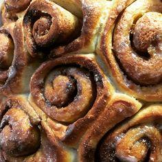 Cinnamon rolls #madebystanzi Cinnamon Rolls, Bacon, Breakfast, Food, Sweet Stories, Morning Coffee, Meal, Cinammon Rolls, Essen