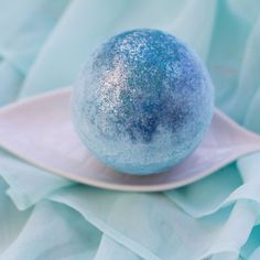 Wake up your senses with this beautiful blue shimmer bath bomb! The Fragrance Enlivening eucalyptus and rich mint. How to use it Drop the fizzy in a warm bath and relax! Ingredients Sodium Bicarbonate