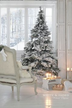 Here are best White Christmas Decor ideas. From White Christmas Tree decor to Table top trees to Alternative trees to Christmas home decor in White. White Christmas Tree Decorations, Flocked Christmas Trees, Beautiful Christmas Trees, Noel Christmas, Christmas Fashion, Winter Christmas, All Things Christmas, Xmas, Winter Snow