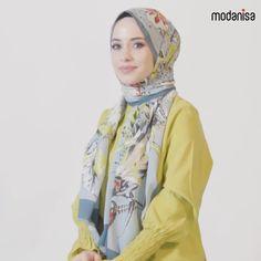 Chic & Simple Hijab Styles For Summer with Tuva Shawl #modanisa #modanisacom #modest #modestfashion #tuva #tuvashawl #shawl #scarf #hijab #womenswear #hijabfashion Abaya Fashion, Muslim Fashion, Modest Fashion, Fashion Outfits, Simple Hijab Tutorial, Hijab Style Tutorial, Pashmina Hijab Tutorial, Scarf Tutorial, Hijab Styles