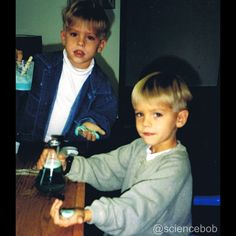 Dylan and Cole Sprouse Dylan Sprouse, Sprouse Bros, Cole M Sprouse, Cole Sprouse Funny, Cole Sprouse Snapchat, Cole Sprouse Aesthetic, Zack Y Cody, Retro Vintage, Riverdale Cole Sprouse