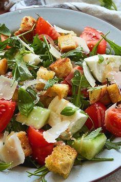 Panzanella - toasted bread salad - A wonderfully fresh summer salad. The recipe is ideal for bread leftovers. Panzanella is quick to m - Ciabatta, Caprese Salad, Cobb Salad, Bread Salad, Couscous, Summer Salads, Food Art, Salad Recipes, Potato Salad