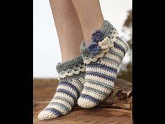 "Terrific Absolutely Free grandmas Crochet slippers Concepts Annabelle – Gehäkelte DROPS Hausschuhe in ""Nepal"". – Gratis oppskrift by DROPS Design Crochet Boots, Cute Crochet, Crochet Crafts, Crochet Clothes, Crochet Baby, Crochet Projects, Knit Crochet, Knitted Baby, Beautiful Crochet"