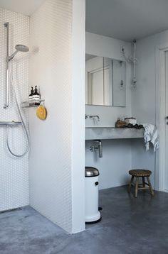 LEI LIVING: Betongulv på badeværelset