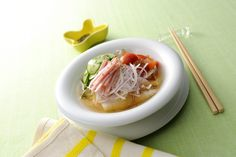 夏/summer/麺/そうめん/レシピ  この暑い夏にどうぞ♪ハムと玉ねぎサラダのコンソーメン♪冷蔵庫にあるグザイでできちゃます。