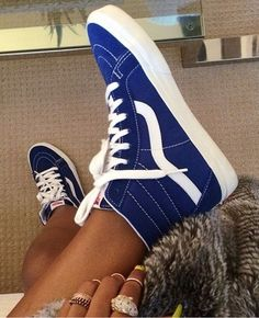 Shop for top fashion Nike shoes with wholesale prices! I love these shoes Sock Shoes, Cute Shoes, Me Too Shoes, Shoe Boots, Tenis Vans, Vans Sneakers, Vans Shoes, Sneakers Women, Converse