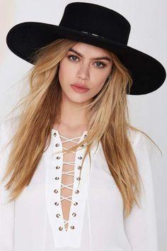 Janelle Boater Hat