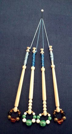 Beginning bobbin lace: a really cool website