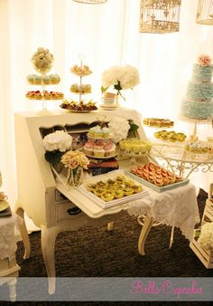 Bella Cupcakes: Mr & Mrs Luong Vintage inspired dessert table