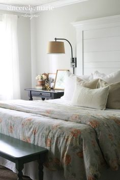 Nightstands don't have to be tricky to style. You can have design and function, so I'm sharing my 3 simple nightstand styling tips with you! Country Dining Rooms, Country Furniture, Country Decor, Repurposed Furniture, Country Kitchen, Airy Bedroom, Home Decor Bedroom, Bedroom Ideas, Bedroom Inspiration