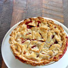 strawberry rhubarb pie recipe Breakfast Dessert, Pie Dessert, Cookie Desserts, Dessert Recipes, Delicious Desserts, Yummy Food, Yummy Treats, Strawberry Rhubarb Pie, Rhubarb Recipes