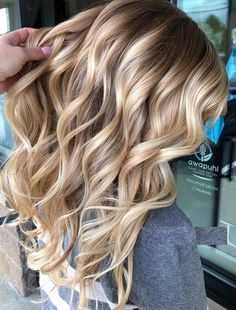 40 Perfect Balayage Blonde Hair Color Trends for 2018. Gorgeous trends of balayage blonde hair colors and highlights for 2018. See here the more stunning ideas of balayage and blonde highlights for various hair lengths and hair textures. Balayage is best technique of hair coloring to highlight your hair amazingly. If you like to wear it then visit this post to get ideas.