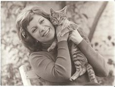 Isabel Allende: cat people.
