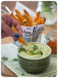 Bärlauch Avocado Dip Chutneys, Dips, Avocado Dip, New Menu, Cheeseburger Chowder, Cantaloupe, Soup, Fruit, Ethnic Recipes