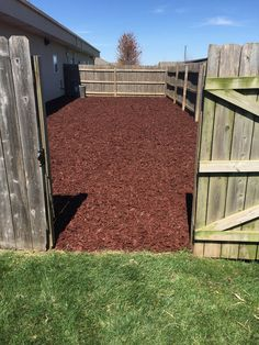 Dog pen at veterinary clinic is using our rubber mulch for ground cover. Dog pen at veterinary clinic is using our rubber mulch for ground cover. No more mud, it's cleane Dog Pen Outdoor, Outdoor Dog Area, Outdoor Dog Kennel, Outdoor Fun, Dog Friendly Backyard, Dog Backyard, Dog Yard, Dog Fence, Dogs Tumblr