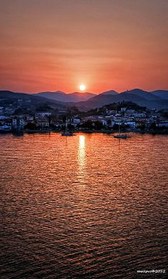 Sunrise over de port of Myrina in Lemnos Island, Lesvos, North Aegean_ Greece Beautiful Sunset, Beautiful World, Beautiful Places, Samos, Greek Islands, Ciel, Places To See, Scenery, Around The Worlds
