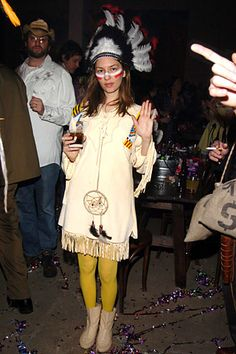 Sofia Coppola in indian at Marc Jacobs' party Halloween 2015, Halloween Party, Halloween Costumes, Halloween Ideas, Sofia Coppola, October Festival, Tribal Warrior, Indian Costumes, Carnival Costumes