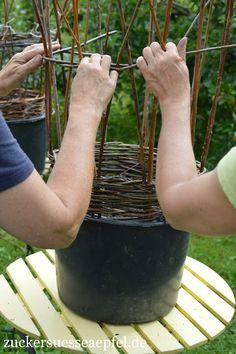 The art of wicker weaving – Vine Ideas Small Intimate Wedding, Intimate Weddings, Willow Weaving, Basket Weaving, Wedding Blog, Diy Wedding, Moss Wreath, Bridal Hair Inspiration, Bridal Hair Vine