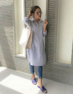 Kurti with jeans - Simple casual style Cute Casual Style Looks casualfashionstyle Casual Indian Fashion, Indian Fashion Dresses, Indian Designer Outfits, Fashion Outfits, Fashion Fashion, Casual College Outfits, Office Outfits Women, Trendy Outfits, Simple Kurti Designs