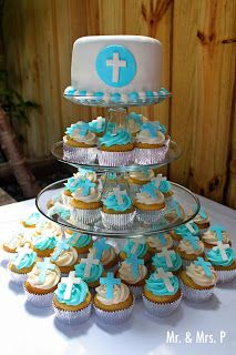 Small cake to cut, easy serving of cupcakes...great display!