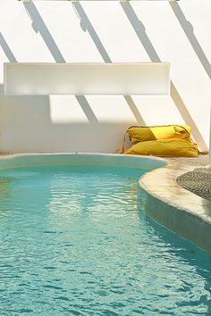 Swimming pool with Jacuzzi in Kapetan Tasos Suites. Pollonia - Milos Island - Cyclades _Greece