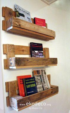 Estantería realizada con palet. DIY Magazine Rack, Storage, Diy, Furniture, Home Decor, Passive House, Handmade Wood Furniture, Interior Design, Purse Storage